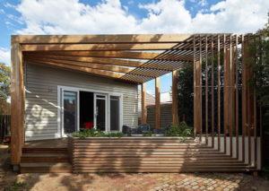 Konstruksi Bangunan Menggunakan Kayu Meranti